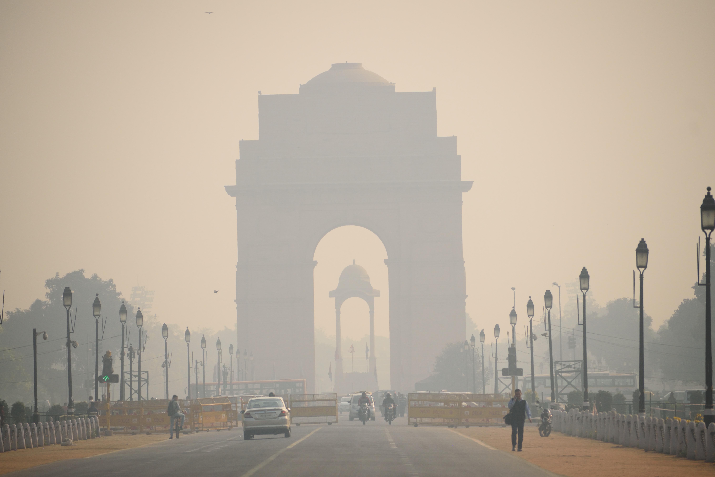 India Gate in smog